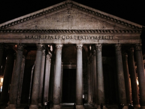 Pantheon at night - bloggingintialy.com