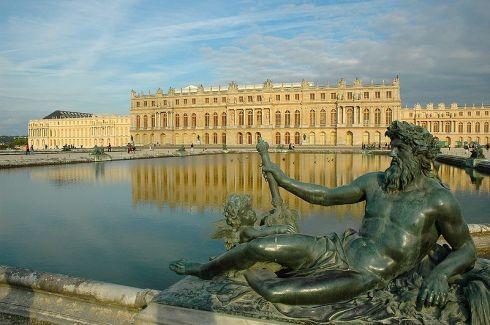 800px-Versailles_chateau