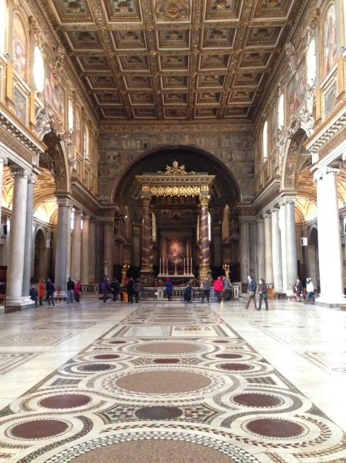 Santa Maria Maggiore interior - blogginginitaly.com