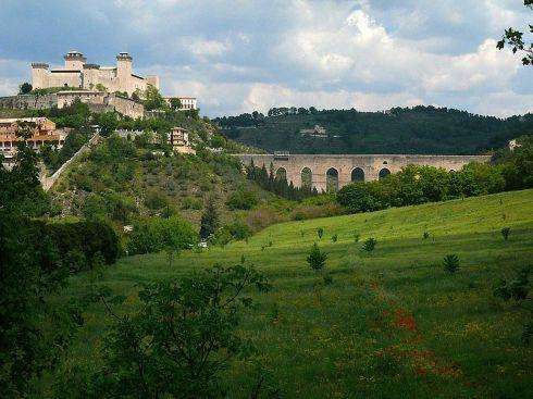 800px-Rocca_Albornoz_and_Ponte_delle_Torri,_Spoleto
