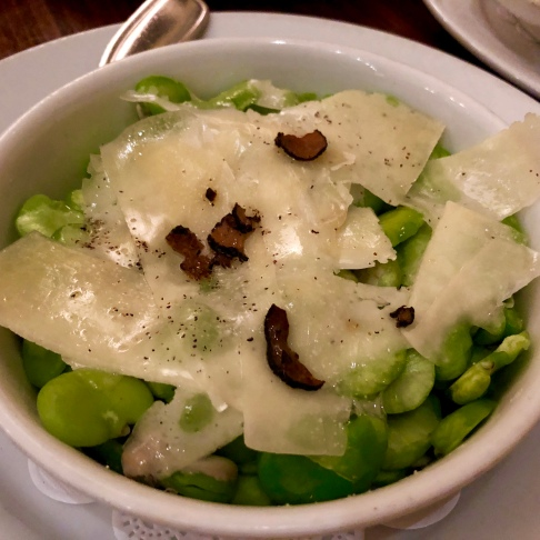 Fava beans with black truffle carpaccio and Pecorino cheese ©blogginginitaly.com